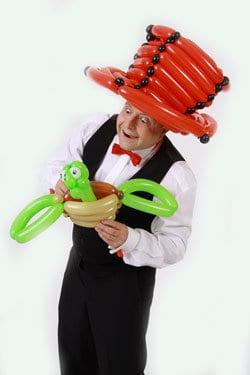 Der Zauberer für Firmenfeier und Betriebsfeier als Ballonmodellierer für Kinder