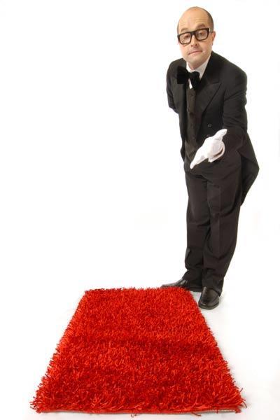 Comedy-Kellner als Zauberei am Tisch