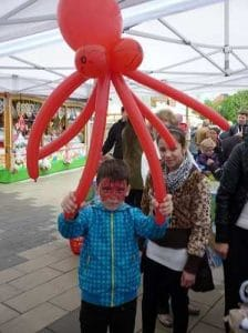 Ferienprogramm mit Luftballonfiguren - der Zauberer als Unterhaltung