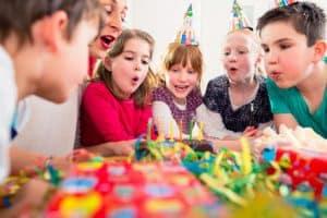 Kindergeburtstag - Spiele, Unterhaltung und Rezepte für die Geburtstag Party