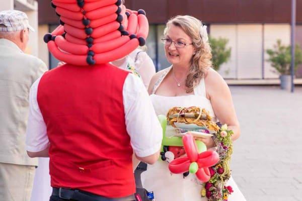 Ob mit Zauberkunst oder als Ballonkünstler für Heirat und Trauung